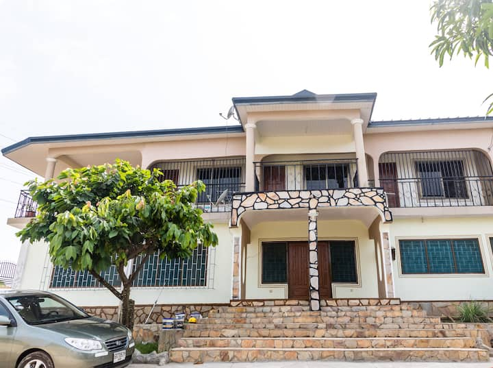 Amazing clean home; Mountain views near Akosombo