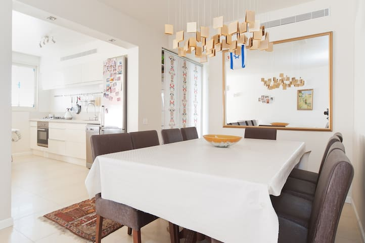 Spacious 10 seat dining table