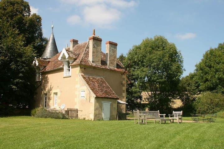 le pavillon du chateau de Prye - La Fermeté - House