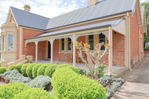 The Monarch Tumut - Luxury in the valley