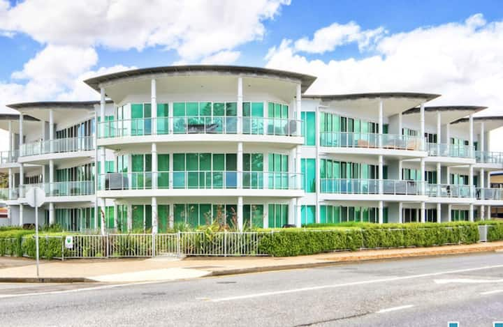 Luxe Beachfront Penthouse Victor Harbor (w/WIFI)