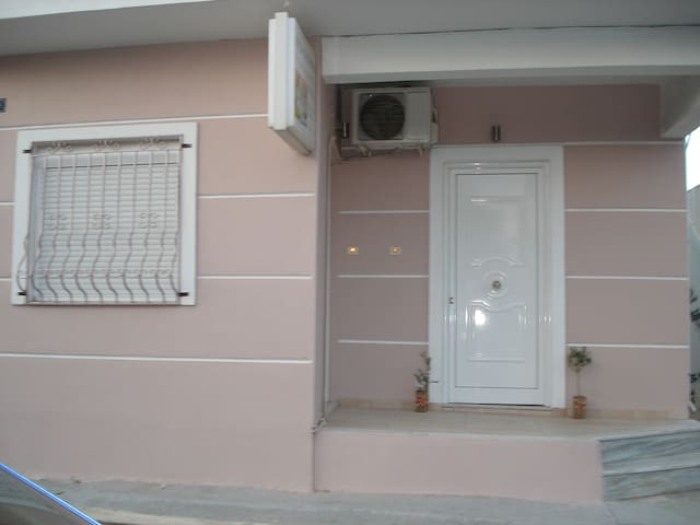 apartment 50m from sea - Agioi Theodoroi - Huoneisto