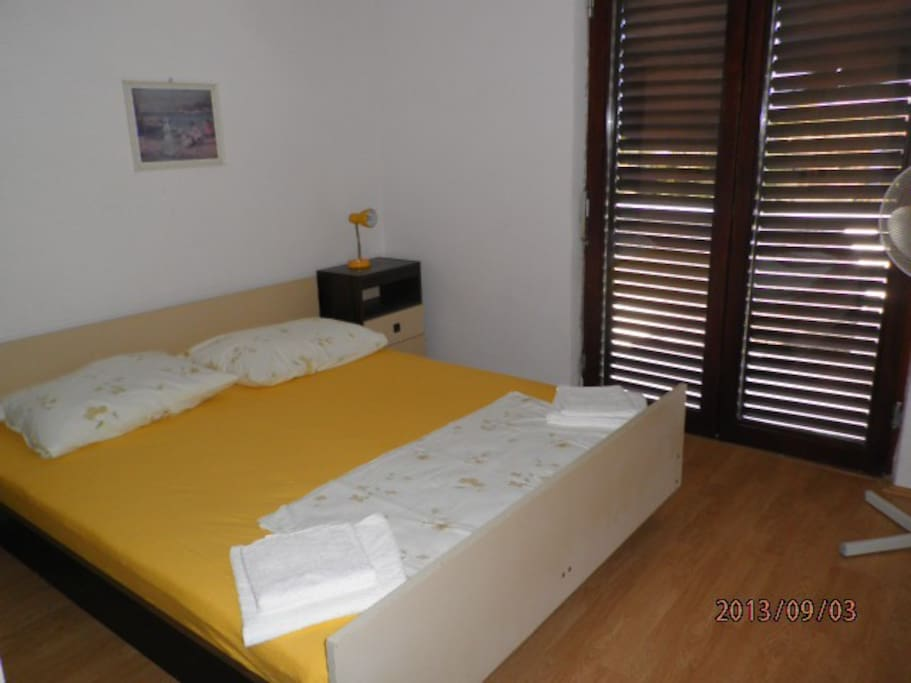 Apartment sea view 2 2 apartments for rent in jelsa for Living room 10m2