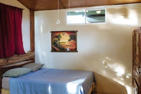 Green Flash Guest House BEACHFRONT  - El Gigante - Bungalow