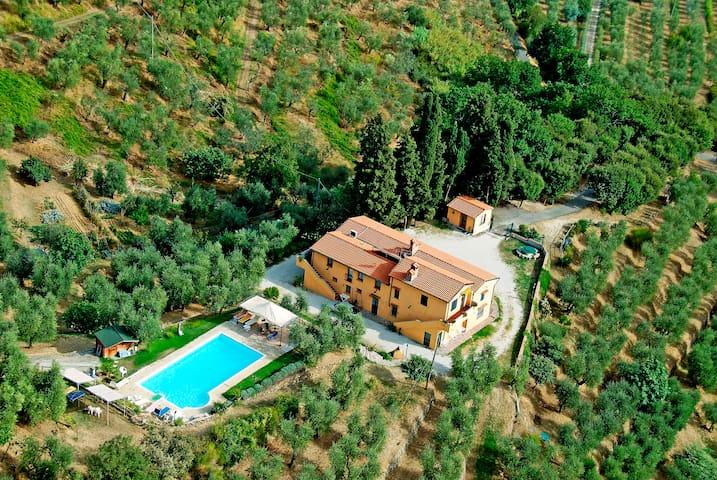 Villa con piscina panoramica per 10 12 ospiti villen zur - Piscina monsummano terme ...