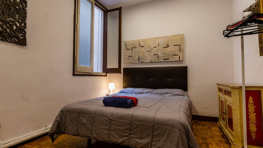 Comfortable room near Plaza Cataluña