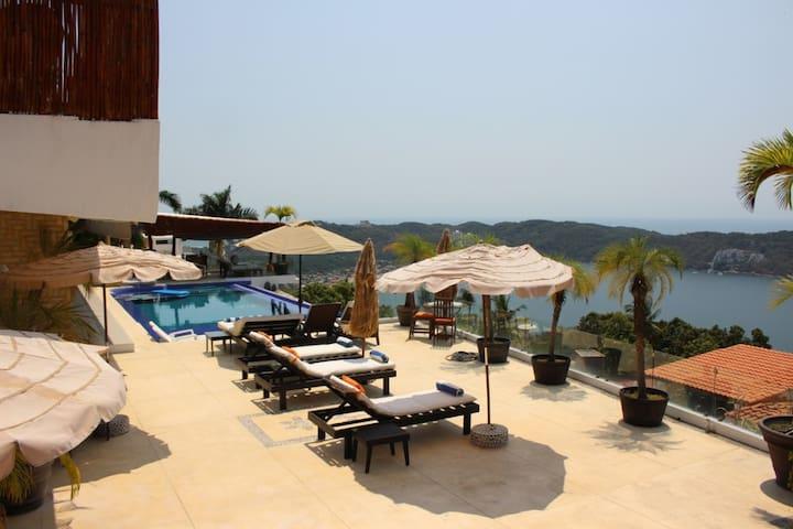 Villa con alberca infinity y vista al mar!