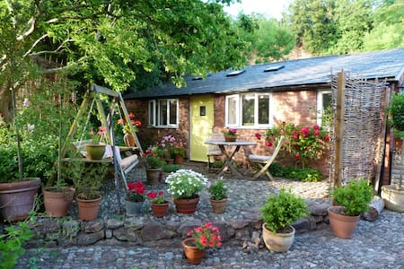 Little Orchard Cottage - Williton