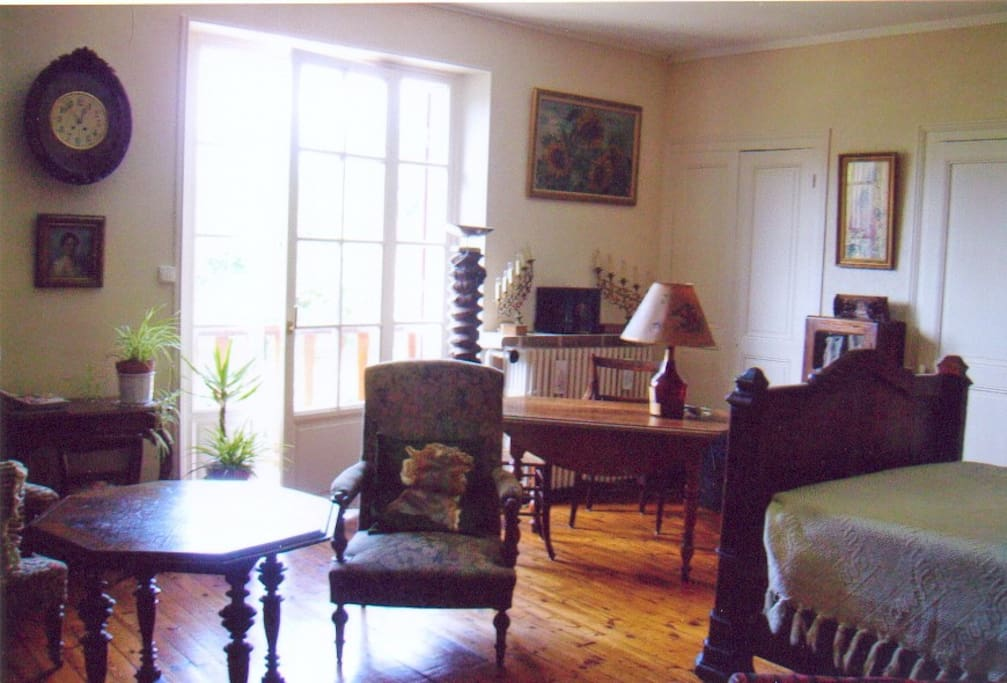 chambre chez l 39 habitant 1 2 pension bed and breakfasts for rent in grenoble rh ne alpes france. Black Bedroom Furniture Sets. Home Design Ideas