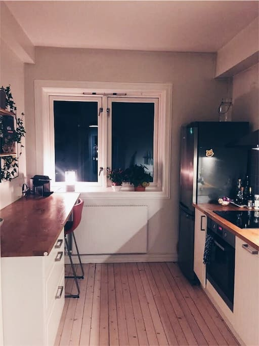 Kitchen with everything needed to make dinners at home.