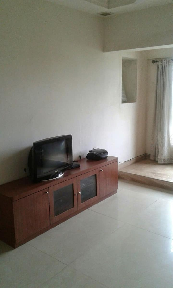 Bright 2 BHK in the heart of Bandra