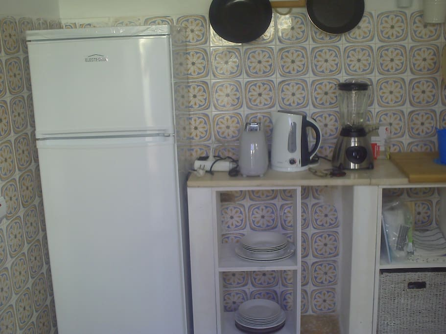 All necessary kitchen utilities for a confortable staying.