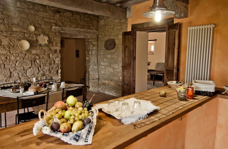 B&B in nature, a romantic loft - Carpineti - Bed & Breakfast
