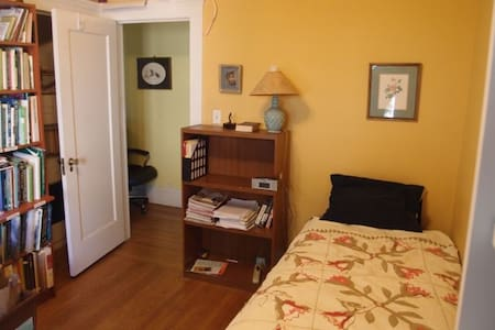 Cozy study with 1 twin bed - Piedmont - Ev
