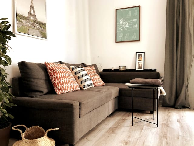 ★ Walk Everywhere • Charming Downtown Apartment ★