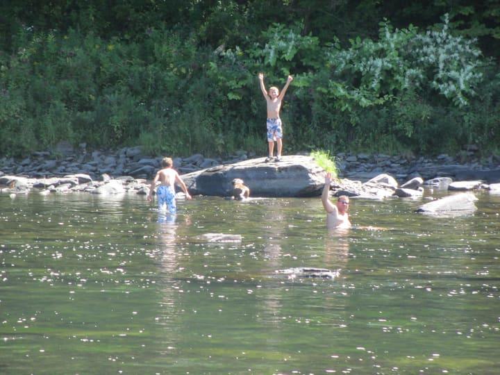 Delaware River Getaway  - SKI, SWIM, FISH, ENJOY!