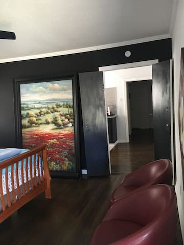 Private & Modern Guesthouse for 4 near Downtown