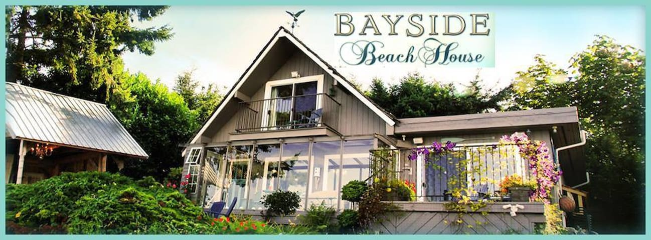 ON THE BEACH IN THE COMOX VALLEY!! - Union Bay - House