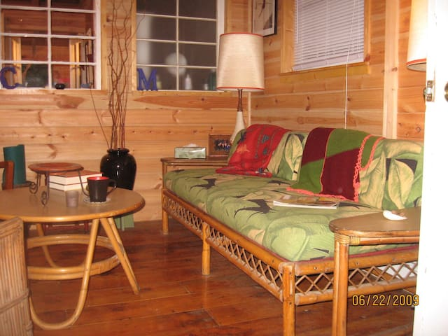 Weekend Getaway Cabin - Brookfront! - Milford - Cottage