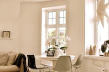 Eat breakfast or dinner in living room