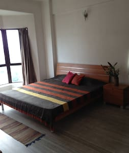 2100 sqft 3 bedrm, fully aircon ! - Apartment