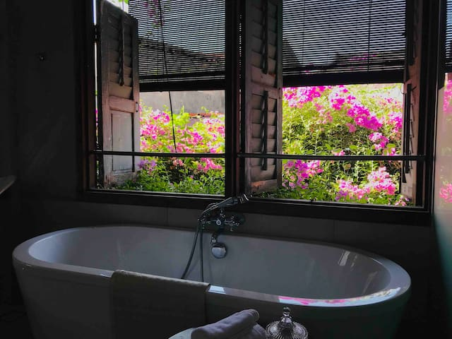 The hot tub overlooking our inner Bougainville through the ld shuttle windows