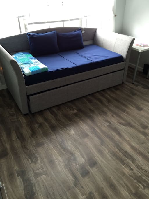 Daybed with Trundle to sleep up to 2 people!