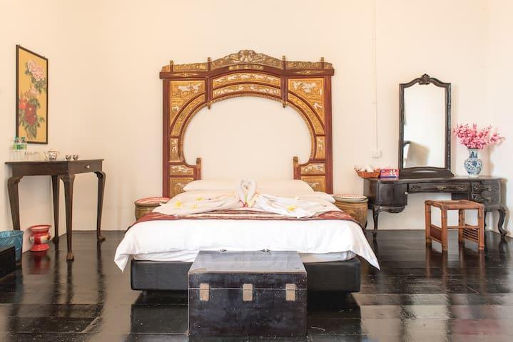 VIP Honeymoon Suites + Balcony + Breakfast