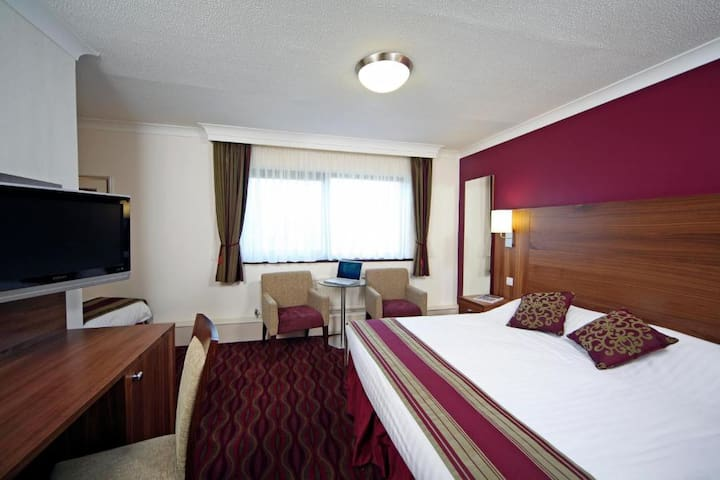 Essential Travel Only: Fabolous Double Bed At Washington