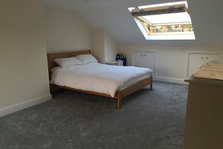 King size loft room with en-suite. - London