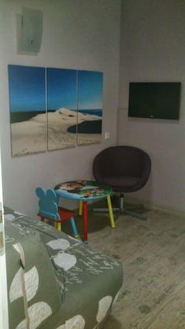 Le bureau (avec un BZ et une TV)
