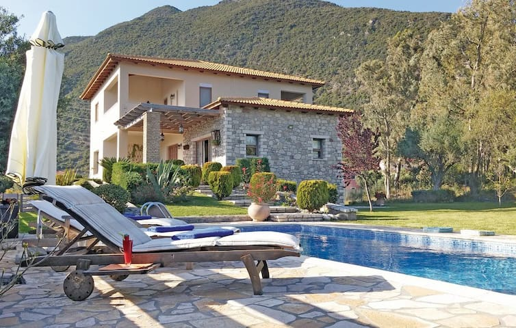 Beautiful cottage villa with pool & garden