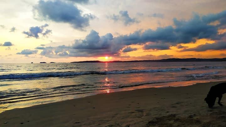 🌅Solo a media cuadra de la playa 🏝️ (VELERO)