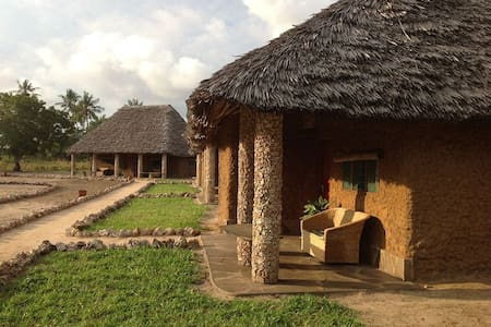 Tishi's Farm, triple room Elephant - Malindi