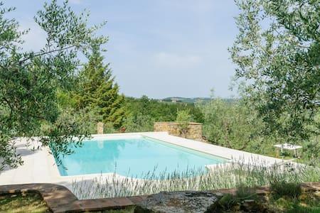 Campagna  Toscana Rustico e Piscina - Cavi-casalone - Huoneisto