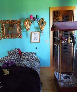Camera matrimoniale con bagno  - Calvignasco - House