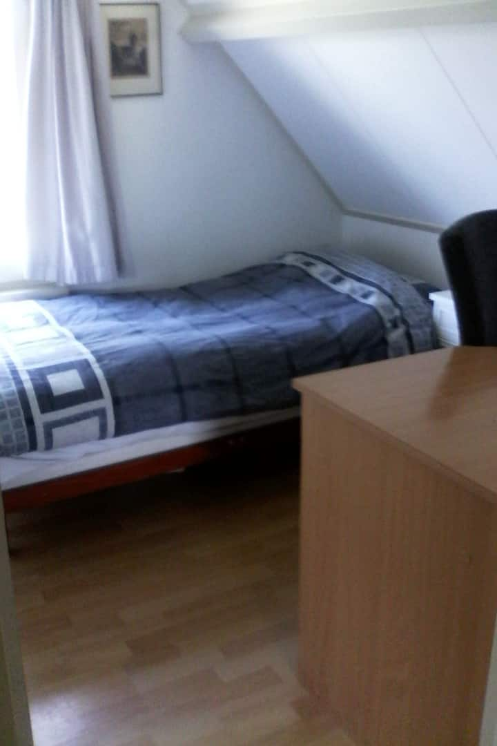 Kamer 4 tv/ wifi  in Hurwenen B&B