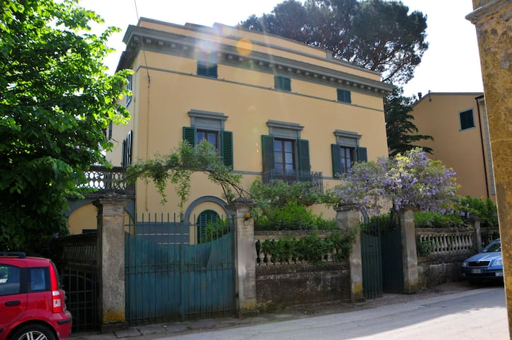 Lovely panoramic Tuscan Villa with huge garden - Calci