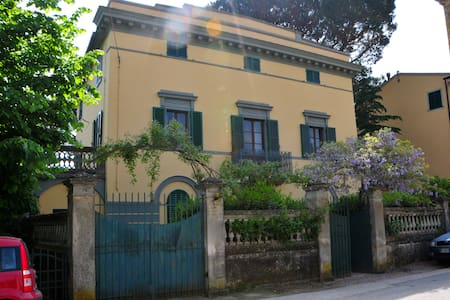 Lovely panoramic Tuscan Villa with huge garden - Calci - Вилла