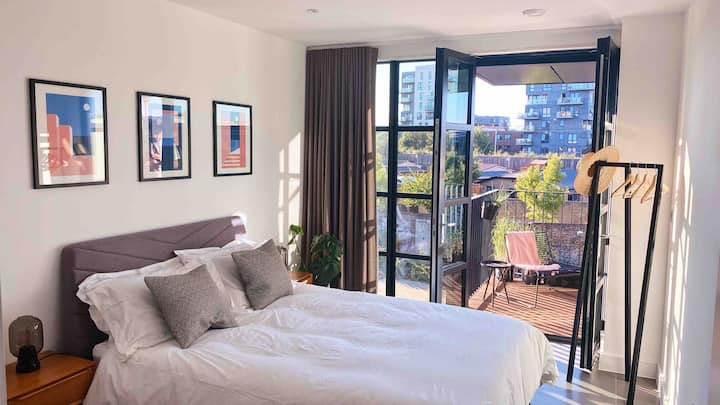 King room / private bathroom 2mins from station