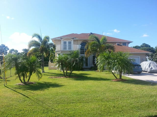 Best Vacation Pool Home Deal - Port St. Lucie - Hus