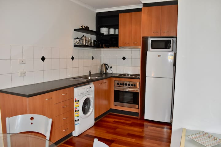 Cosy 1 BD Apartment in Trendy Northcote!