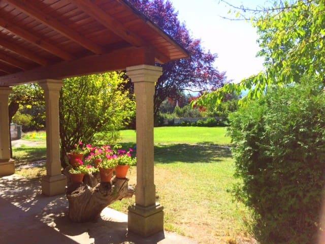 Charming Rustic Villa with Garden - Cortiguera
