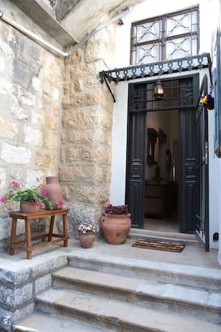 """Guest House """"Dar Haneen"""" - Bhersaf/ Metn/ Mount Lebanon - Wikt i opierunek"""
