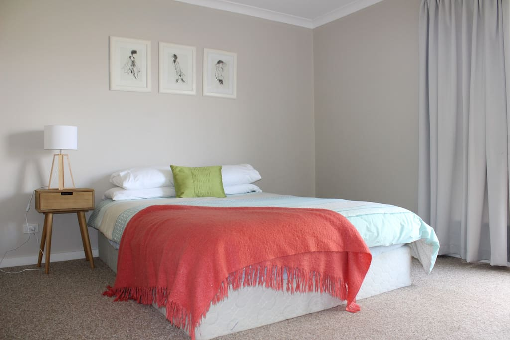 2nd Bedroom - Queen