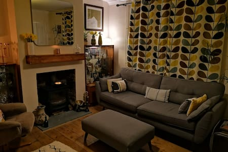 Central Frome: Country living/mid-century modern