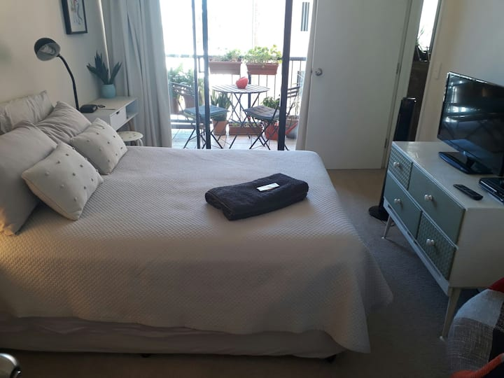 Fortitude Valley ensuite balcony fridge pool spa