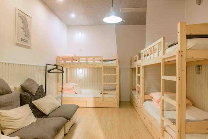 【内邸民宿InnerHome】room204女生宿舍 | 超大客厅 靠近中山路 | 文艺咖啡民宿
