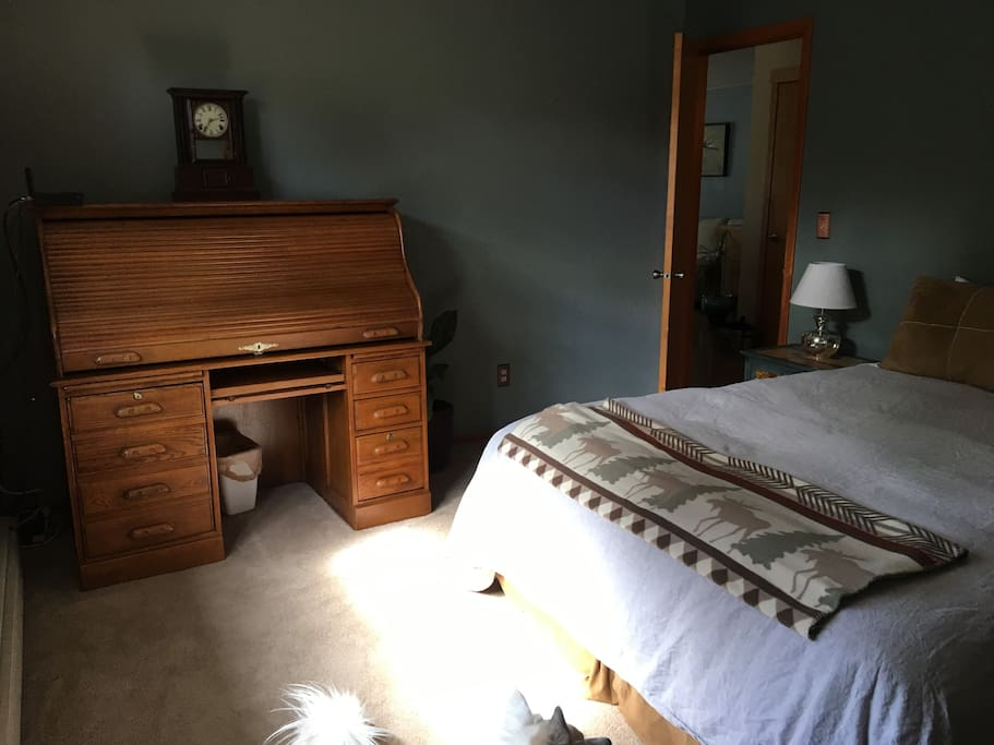 Queen bedded room pic 2 of 3