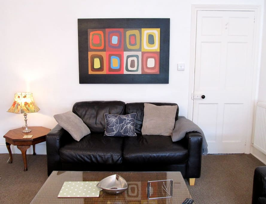 A glorious and quirky 1810 Georgian Townhouse apartment. Complimentary car parking and contemporary  charm. 4 mins from Plymouth Uni & the town centre. Eco friendly. No need for a car!